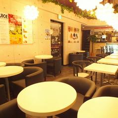 Cafe 友達 新宿歌舞伎町店の雰囲気1