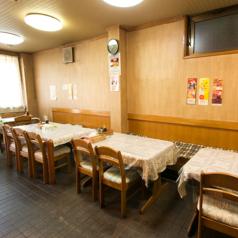 昔懐かしい雰囲気の店内にはテーブル席が20席ございます!ご家族でもおひとり様でもお気軽にお立寄り下さい♪