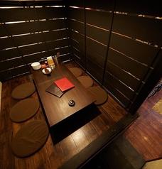 小上がりの掘りごたつ席の個室です。最大で6名様までご利用いただけます。リラックスして寛いでいただける人気席ですので、お早めのご予約をおすすめいたします。