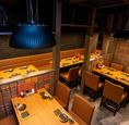 テーブル席は2名様~最大8名様規模まで縦並びでご飲食可能です!