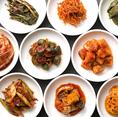 <薬食同源>キムチで心と体に幸せを韓国の伝統食キムチは良質な発酵菌を多く含み、免疫力を高める働きがある優れた発酵食品です。李朝園では時間をかけた発酵により旨みと栄養を増やし独自の手法でまろやかな辛味に仕上げています。創業以来一貫して健康な体と心をはぐくむキムチと韓国料理をお届けいたします!