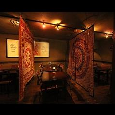 インドのカーテンで仕切りを置かせていただきます!オリエンタルで特別な雰囲気がたまりません☆最大25名様までの個室を完備しております!(カレー 肉 銀座 インド料理 ランチ 昼宴会 土日宴会 ワイン 大型宴会 歓送迎会 にオススメです☆)