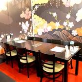 女子会にも人気のテーブル席。
