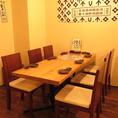 奥のテーブル席は少人数でも大人数でもご利用可能!最大50名様までの宴会もOK!!