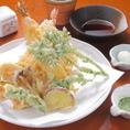 【美蕎のこだわり】 お蕎麦はもちろん、天ぷらも注文を頂いてから調理しております。場合によってはお時間を頂く場合もございますが、茹でたての十割手打ちそばに揚げたての天ぷらは格別です!