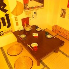 お座敷は2名様~ご利用OK!会社帰りなどのプライベートでゆったり過ごせます!!また座敷の上のテーブルはつなげて最大10名まで変更もできるので、プライベート使いから宴会までご対応!!