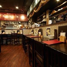 お一人様やカップルに人気のカウンター席は9席ご用意しております。当店では、日欧酒場の名にふさわしく、和と洋の料理だけでなく、お酒も和洋幅広く取り揃えております。お客様の気分に合わせたお酒のご提案もさせていただきますので、お気軽にお申し付けください♪ちょい飲み、サク飲み利用も大歓迎です!
