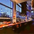 東京駅を間近に望むお洒落でモダンな空間は、ランチや誕生日、記念日等様々なシーンでのご利用にお薦め。都内最大のロングカウンターは予約必須の人気のお席。