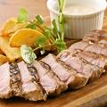 料理メニュー写真雪室でじっくり熟成された豚肩ロースのグリル
