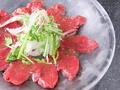 料理メニュー写真馬肉赤身カルパッチョ