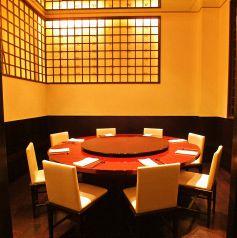 ◆8~12名様向けの円卓個室◆当店一番人気の個室となっております。中二階にあり、他のお席とは隔離されておりますので、周りを気にせずにごゆっくりお過ごしいただけます。ご接待や大切な方とのご会食に最適です!!