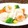 料理メニュー写真三種海鮮と季節野菜の炒め