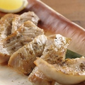 料理メニュー写真トントロ黒煎り七味焼き