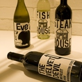 ワインも種類豊富にご用意しております。お気軽にスタッフまで。