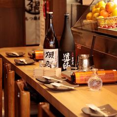 お一人様も大歓迎!カウンター席もご用意しております。ご友人との飲み会、グループのお客様でもご利用可能。もちろん、デートにもおすすめです。たまにはカウンターでしっぽりといかがですか?
