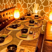 【気の合う仲間とプライベート飲み会】落ち着いた雰囲気の広々としたテーブル席♪照明も明るすぎずゆったりとくつろげるお部屋になっております。大事な接待や会食で大変人気のお席となっております♪