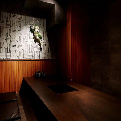 掘りごたつ 個室 !扉と壁で仕切られた 完全個室 のお席です。落ち着いた照明と掘りごたつになっているので、足を延ばしてゆったりとお食事を楽しんで頂けます。歓送迎会 などの各種 宴会 はもちろん、 デート などにも最適のお席。歓送迎会 や 誕生日などの 宴会 にはデザートプレート で主役に サプライズ も可能!
