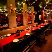 シックなソファシート!飲み会・合コンに最適の人気のお席♪みんなで楽しく盛り上がれるお席となっております♪