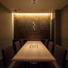 【6名様までご利用な可能な完全個室でございます】接待や商談などの大事なビジネスシーンなどのご利用も可能、是非当店をご利用下さい。全席完全個室でのご案内となっているので、他のお客様を気にすることなくゆっくりとお食事や会話をお楽しみいただけます。また、お席の希望もお気軽にお申し付けください。