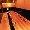 【お座敷掘りごたつ11~18名様用個室】大人数様でも足を伸ばして広々使えます。周りのお客様が気にならないお座敷個室は宴会や飲み会にオススメの大人気のお席です。ご宴会はご予算に応じてご案内させて頂きます!(渋谷/居酒屋/個室/焼き鳥/和食/肉寿司/韓国料理/朝まで飲み放題/誕生日/女子会/貸切/宴会/3時間飲み放題)