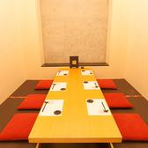 【掘りごたつ】8名まで収容。上品な雰囲気で、特別なときに使いたい1室です。