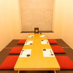 【掘りごたつ】6名まで収容。上品な雰囲気で、特別なときに使いたい1室です。