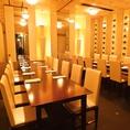 ◆最大36名様までOKの個室です◆会社宴会やご友人との集まりにぴったりな個室空間。明るい照明が、シンプルで開放的な雰囲気を醸し出します。大人数でのお集まりに是非ご利用ください。予算やシーンに合わせた各種コースもございます◎