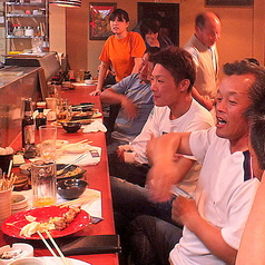 気の合う仲間とサクッと飲みたい時にはカウンター席がオススメ☆店主やスタッフとの会話も弾む特別空間に♪