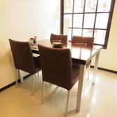 1卓につき4名様までご利用頂ける使い勝手の良いテーブル席。会社帰りの小宴会などに◎