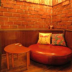 最大2名様でご利用頂ける、個室ソファー席となっております。