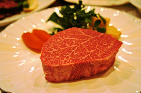 厳選された最高級A5ランク「極上黒毛和牛」など、贅沢食材をお愉しみ下さい。
