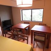 2階に4名様席1卓、2名様席2卓ご用意しております。