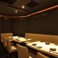 白いテーブルはシックでおしゃれなお席です。 【歓送迎会/焼肉/肉寿司/誕生日/個室】