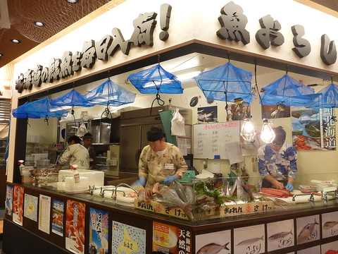 市場直送!職人が厳選した、値段以上の鮮度と味が自慢!1皿100円(税抜)~の回転寿司☆