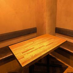 3名様~4名様でご利用いただける個室もございます。プライベートな飲み会やお食事会、女子会等にオススメです。