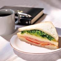 仕事前の朝食や休日の朝にもおすすめのセットをご用意!