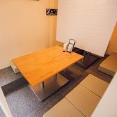 半個室席のお席は掘りごたつ式となっております。
