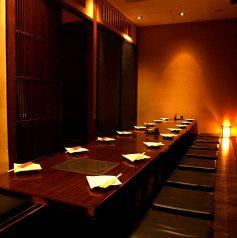 ご宴会に最適なお部屋です!2~8名様用テーブル半個室もご用意可能!会社の飲み会、ご友人との宴会に是非ご利用ください。大人数飲み会にぴったりのお得なコースも2時間飲み放題全10品4500円~ご用意しております。他にも飲み放題付コースを多数ご用意しております。少人数でのご宴会もご利用ください!