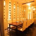 ◆10名様のご宴会ならこちらの個室がおすすめです◆ひとつのテーブルでつながっているので、みなさまでわいわいお楽しみいただけます♪小さな打ち上げやちょっとした集まりにぴったりな、個室空間となっております。