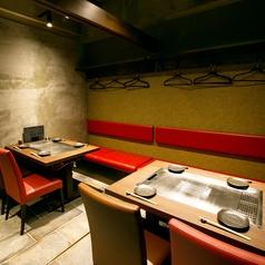会社宴会、デート、記念日、接待に。ご利用の幅も広がるテーブル席は10名様までご利用可能。