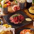 料理長厳選のこだわり食材を使用した逸品を豊富にご用意しております!こだわりの肉バル料理や旬の味覚を味わえるコースや隠れた人気メニューが一押しの一品メニューなどご宴会シーンに合わせてご堪能ください。飲み放題も充実しております!