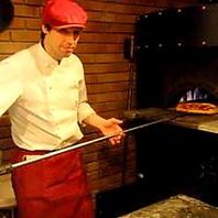 本格窯焼きのピッツァ/テイクアウトも可能