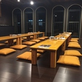 3F:宴会場です。落ち着いたお座敷席の和風空間は最大で60名様の大宴会も可能です。カラオケの設備もございます。人数・ご予算等はお気軽にお問い合わせください。※条例によりカラオケ設備のご利用は23:00までとさせていただきます。