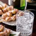 当店自慢の桜島どりとの相性抜群の地酒・本格焼酎を多数ご用意。仕込水に日本名水百選に選ばれた「大郷湧水の井水」を使用した特別純米酒「燦鶏」やあの霧島酒造が造るオリジナル麦焼酎「燦鶏」等当店の鶏料理にぴったりのオリジナル酒も開発。地酒・本格焼酎好きにもご満足いただける逸品銘柄を揃えてお待ちしております。