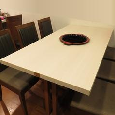 6名様用テーブル。小人数の集まりに◎