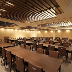 大宴会場も【白根~赤城】フロアテーブル・イス席の宴会場(白根50名、浅間50名、赤城20名、谷川20名)に分かれ最大160名迄可能です。