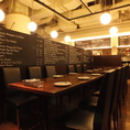 【パーティー向け】最大36名用テーブルスペース。メインフロア(4名~36名)・店内奥のメインフロアスペース。最大36名までの大型パーティーに!!席タイプ:テーブル席人数:36名様まで