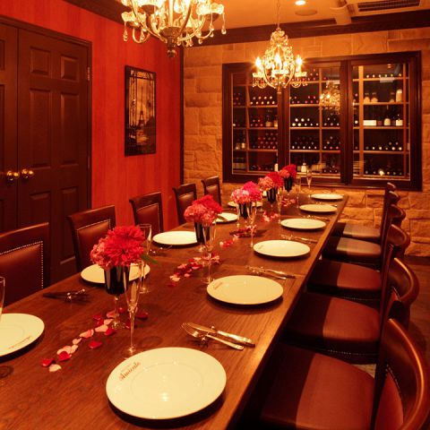 要予約!!1日1組様限定のプライベートルーム(8~12名様)もご用意しております。ウォークインのワインセラーもご覧頂ける個室で会食や接待などご利用ください♪カジュアルな立食から豪華な雰囲気を演出するパーティーまで、友達が驚くようなウェディングもプランニングします!