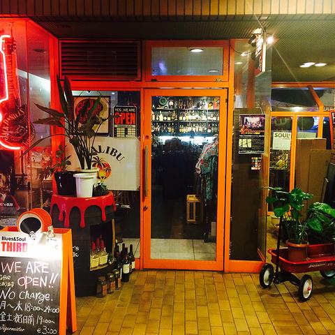 ☆梅田駅から徒歩5分☆バッティングセンター前にある御食事ができる老舗BAR★