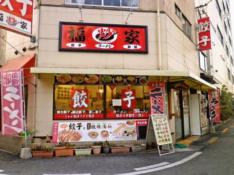 中国人による本場の中華が楽しめる店。餃子とお酒の種類が豊富!深夜営業もウレシイ。